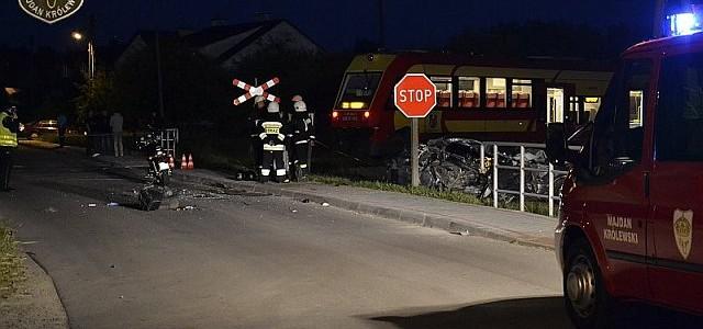 W Komorowie jest również inny przejazd kolejowy na skrzyżowaniu z drogą o niższym natężeniu ruchu samochodowego, ale wyposażony został w sygnalizację światlną.Około godz. 20:30doszło do tragicznego wypadku na niestrzeżonymprzejeździe kolejowym […]