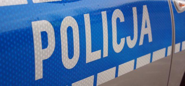 """źródło: http://www.podkarpacka.policja.gov.pl Czterech mężczyzn odpowie za wdarcie się do budynku szkoły. Młodzi mężczyźni m.in. """"zwiedzili"""" klasy i rysowali kredą po tablicy. Jak się również okazało, uszkodzili kserokopiarkę szkolną i ukradli […]"""
