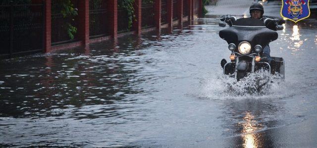 Strażacy-ratownicy z OSP Majdan Królewski interweniowali dzisiaj trzykrotnie w związku z usuwaniem skutków gwałtownej ulewy z silnym wiatrem, która przeszła przez naszą miejscowość. Działali na drodze krajowej nr 9 gdzie […]