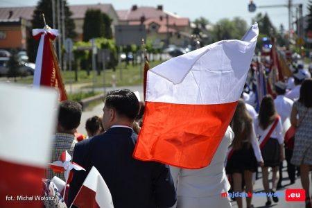 Fotorelacja z obchodów 227 – rocznicy Uchwalenia Konstytucji 3 Maja w Gminie Majdan Królewski. Kliknij poniżej, by zobaczyć więcej… (153 zdjęcia)